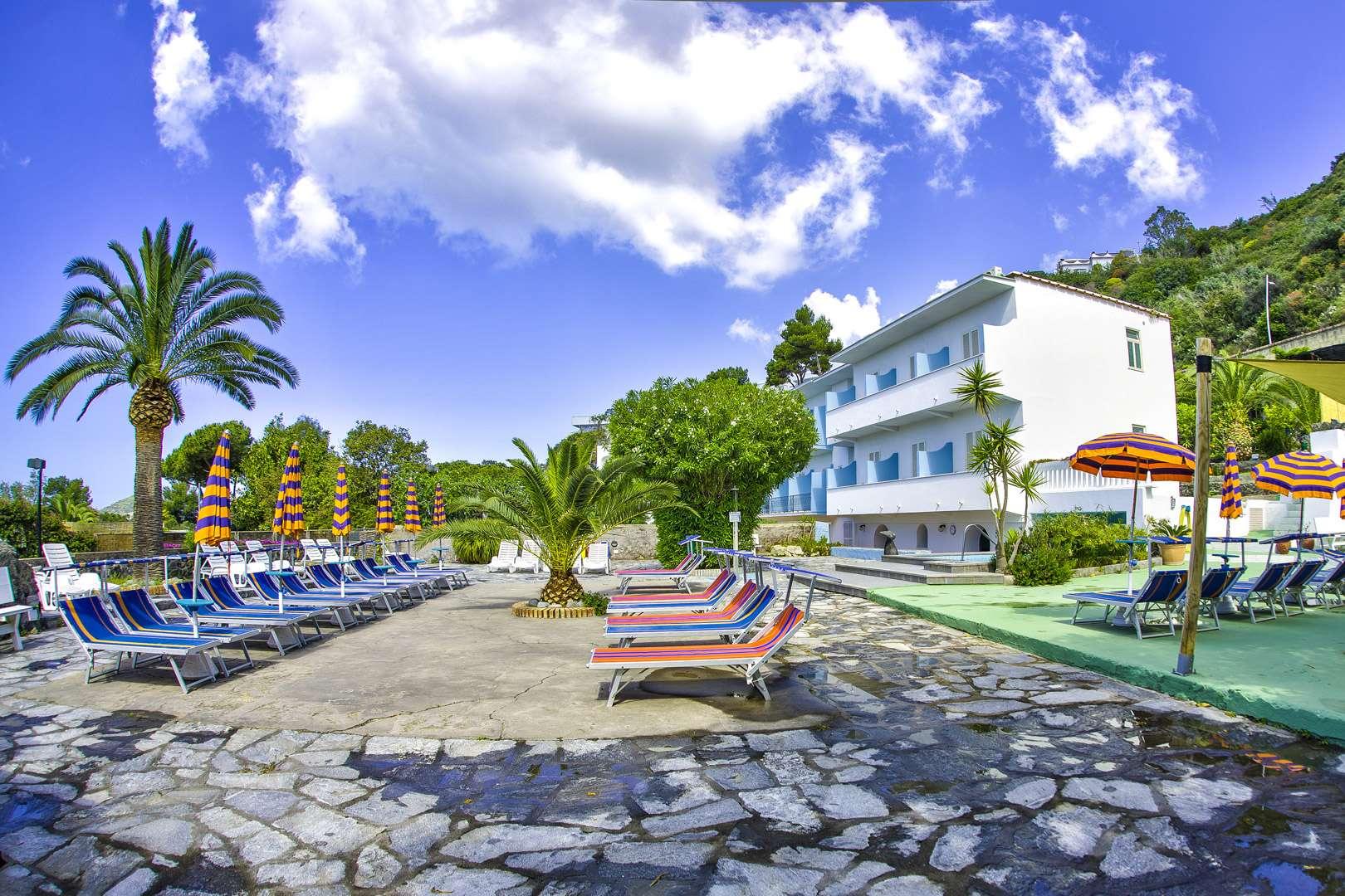 Hotel-Ischia-La-Mandorla-Struttura-01-1620x1080