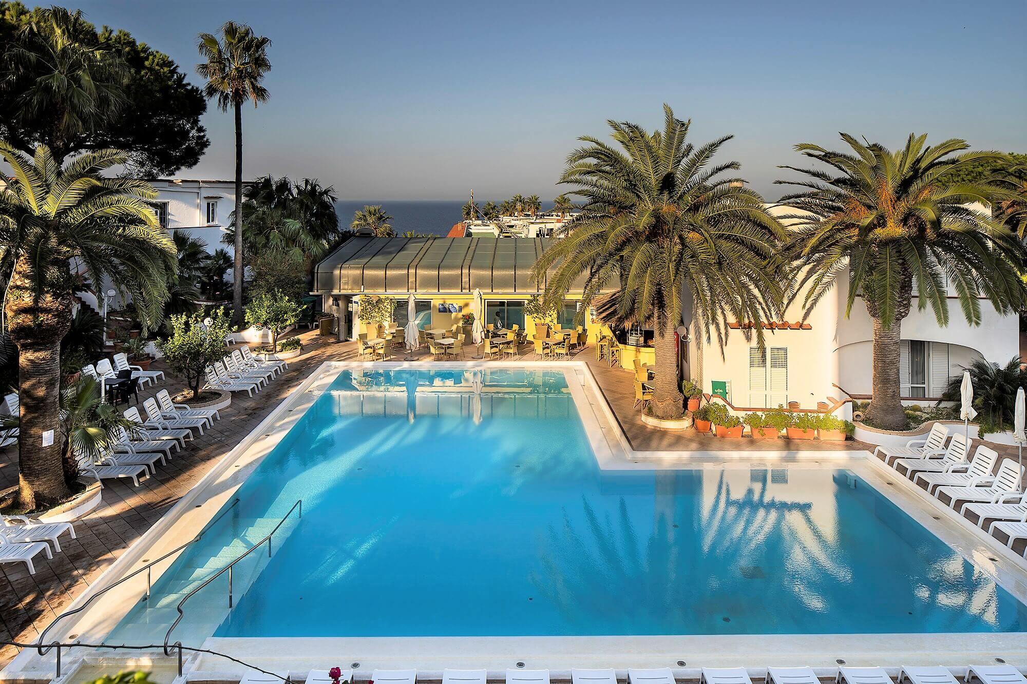 piscina-esterna-hotel-royal-palm-ischia-forio