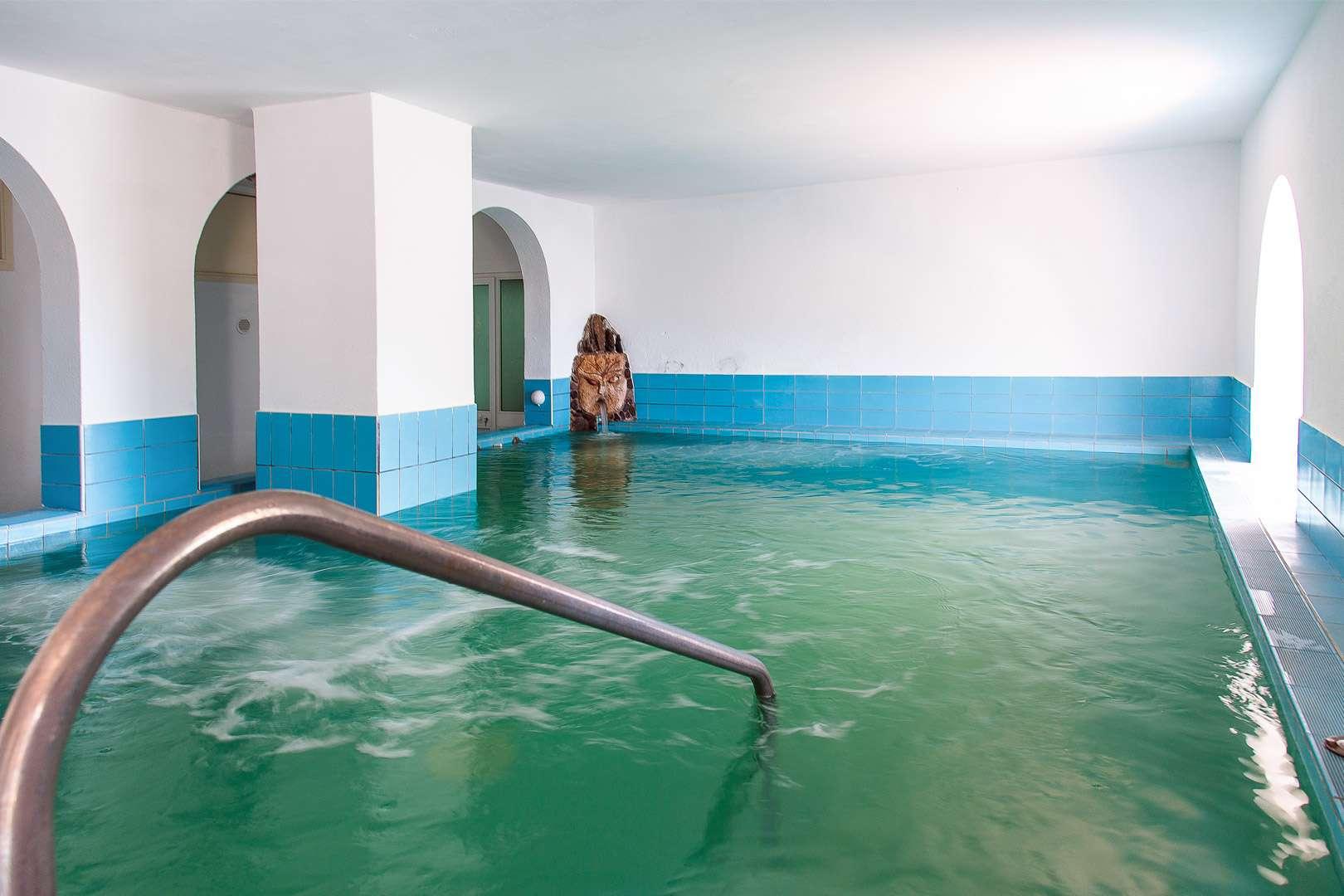 piscina-coperta-hotel-la-mandorla-maronti