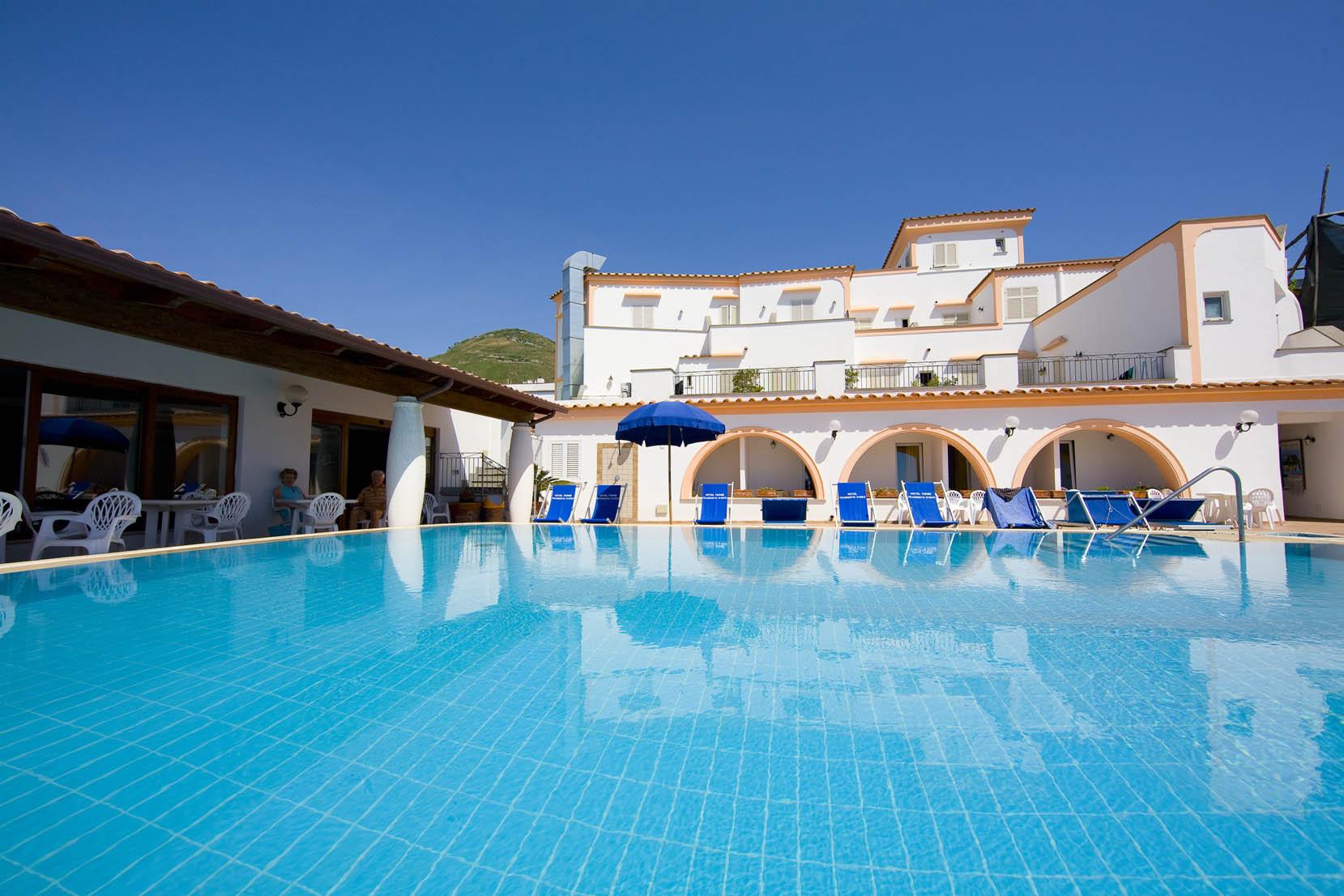 hotel-terme-tramontodoro-ischia-piscina