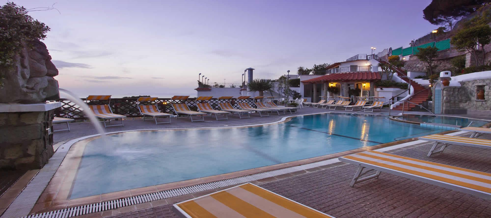 residence-la-rosa-ischia-piscina-esterna